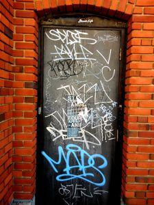framing_street_art-tagged_door-03